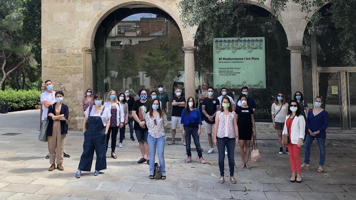 Representants de les 24 escoles d'art de Sant Cugat que s'han unit en el manifest / Foto: Cugat Mèdia