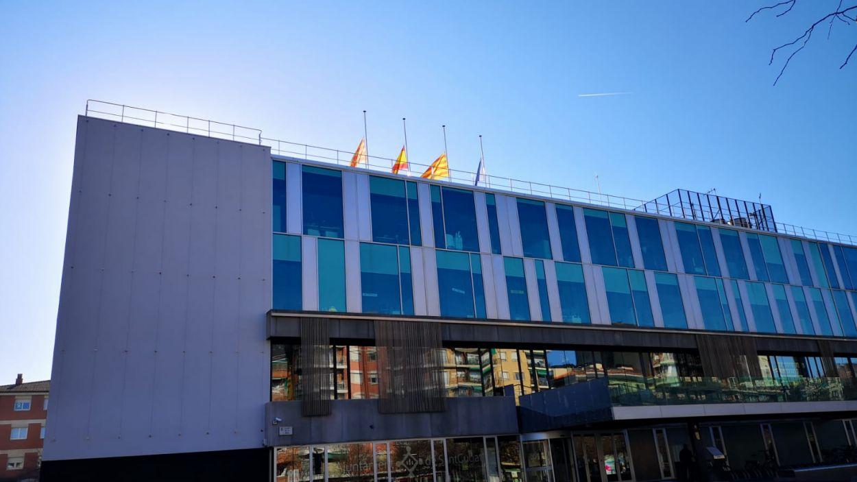 Imatge d'arxiu de les banderes de Sant Cugat a mig pal / Foto: Ajuntament