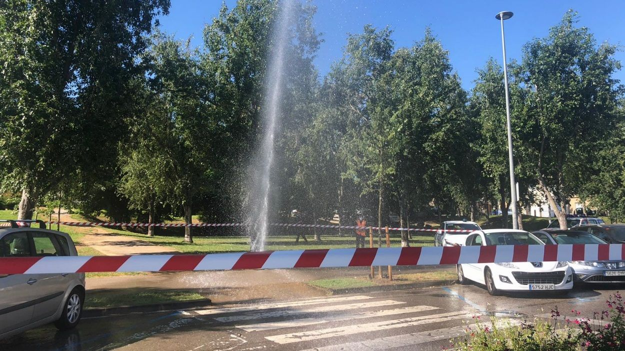 La fuita ha obligat a perimetrar la zona / Foto: Cugat Mèdia