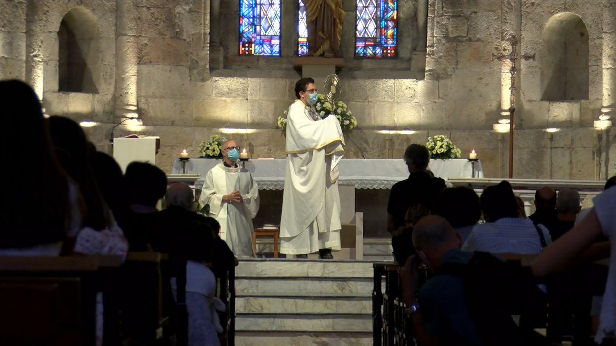 Mossèn Emili durant la Missa Major / Foto: Cugat Mèdia
