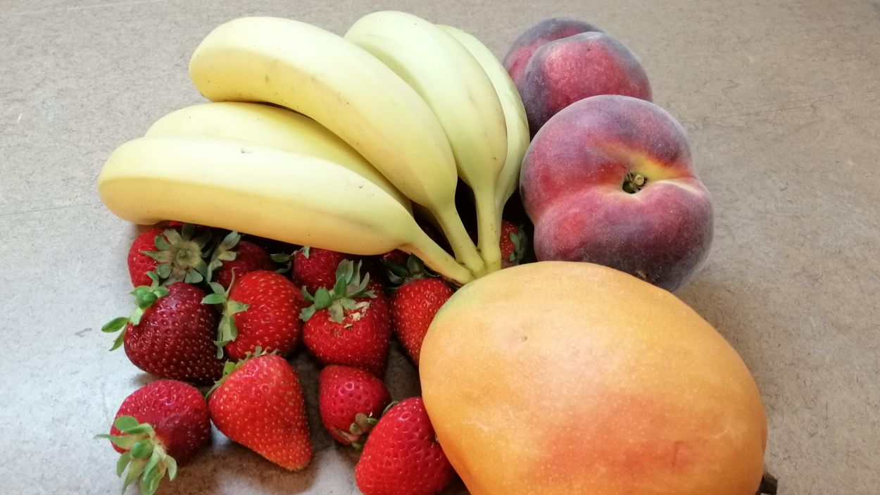 Els plàtans, les maduixes, els prèssecs i el mango són les fruites més òptimes per fer batuts a l'estiu / Foto: Cugat Mèdia (Sant Cugat Fruits)