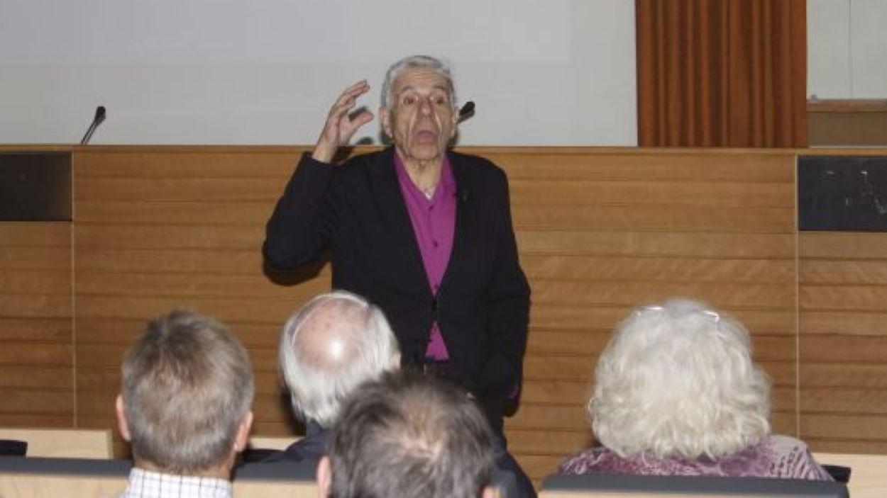 El Doctor Estivill durant una conferència / Font: Candi Rosas