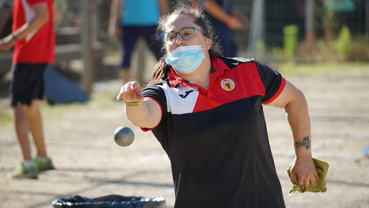 Raquel Sánchez durant una de les partides / Font: Petanca Sant Cugat