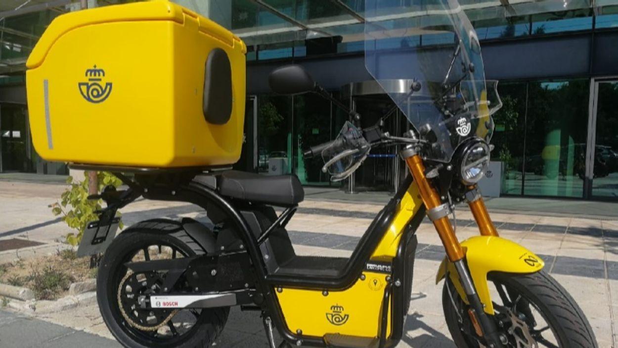 La nova moto elèctrica que utilitzarà Correus a la ciutat de Sant Cugat / Font: Correus