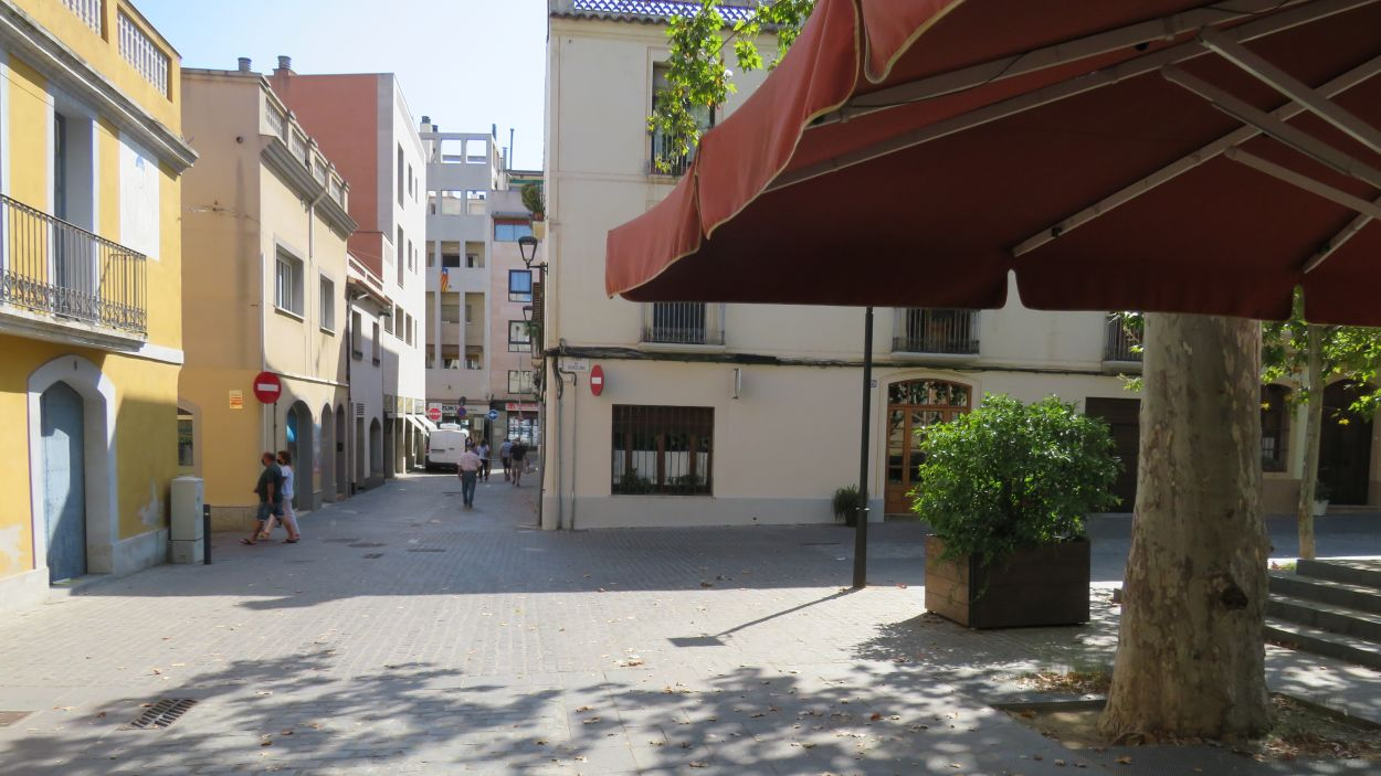 Una de les entrades d'accés a la plaça de Barcelona / Font: Cugat Mèdia