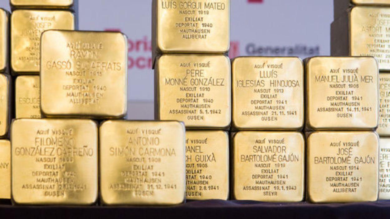 Imatge d'algunes de les llambordes en record de les víctimes del nazisme / Foto: ACN