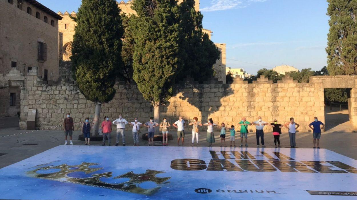 Moment de l'acte de protesta a la plaça d'Octavià / Foto: Òmnium Cultural