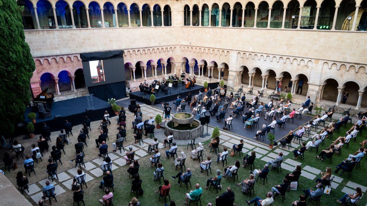 Unes 200 persones han assistit a l'homenatge al Claustre / Foto: Ajuntament de Sant Cugat - Marc Quévy