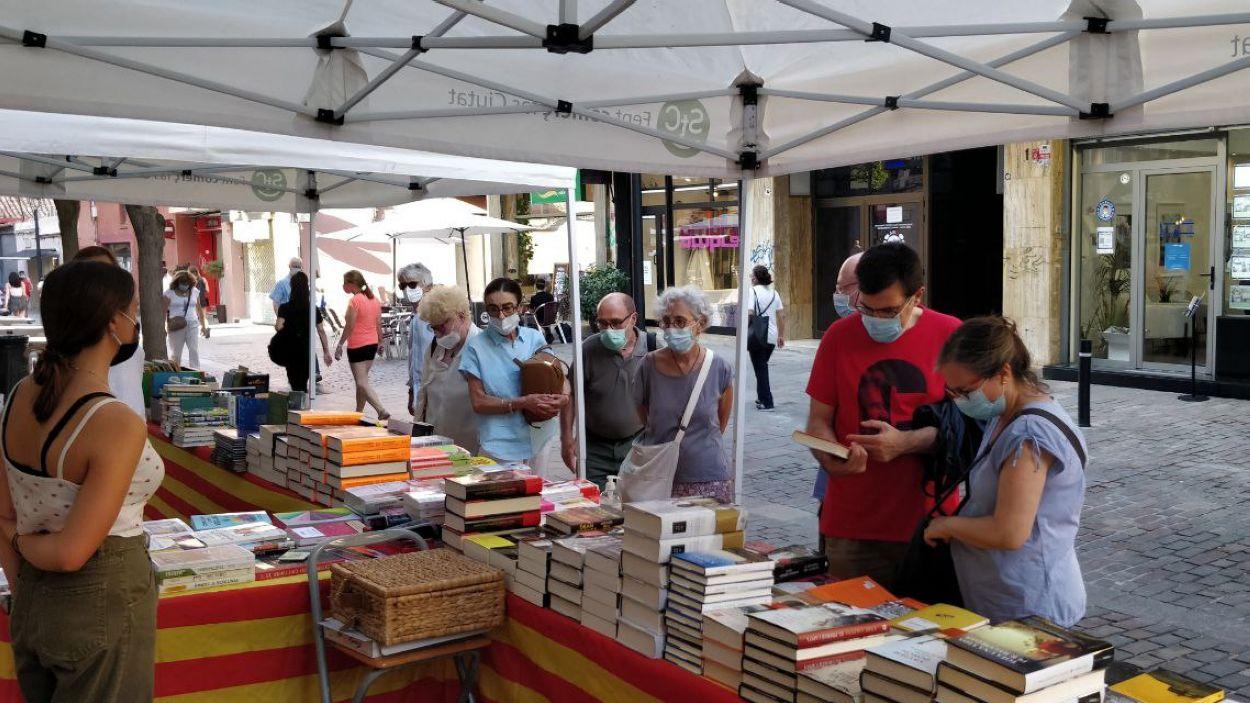La ciutadania ha respost a la crida dels llibreters / Foto: Cugat Mèdia