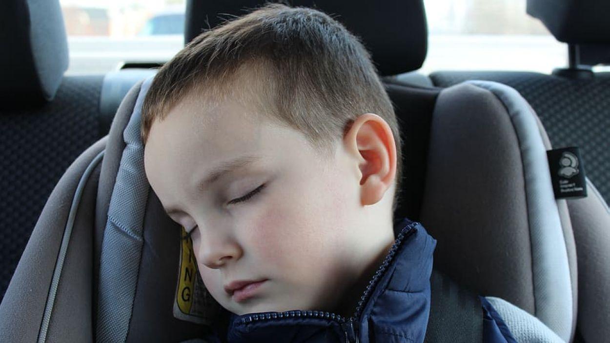 Infant en un sistema de retenció infantil / Font: Creative commons