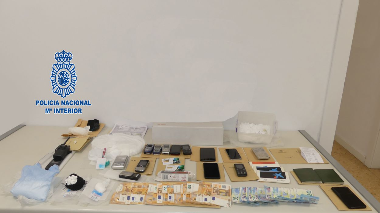 Material trobat al domicili del detingut / Foto: Policia Nacional