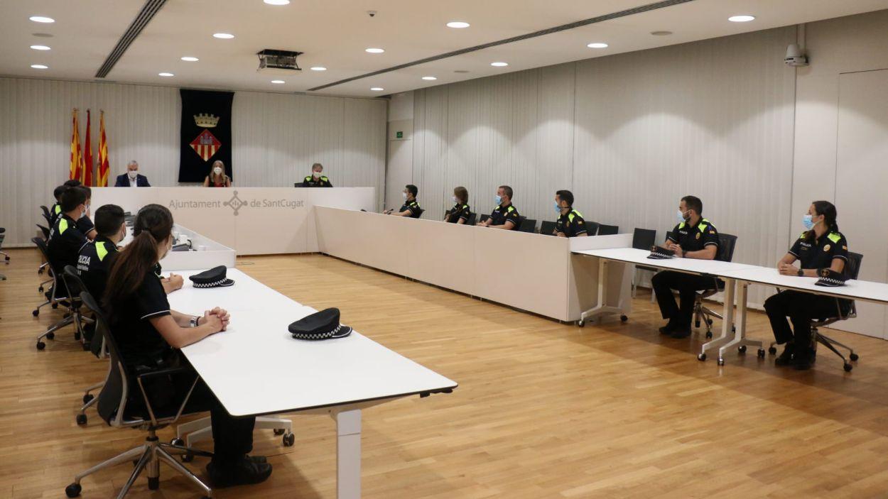 La rebuda als nous agents s'ha fet a la Sala de Plens / Foto: Ajuntament Sant Cugat