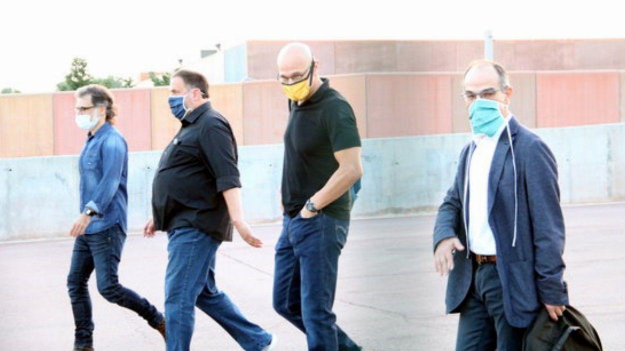 Raül Romeva acompanyat de Jordi Cuixart, Oriol Junqueras i Jord Turull / Foto: ACN