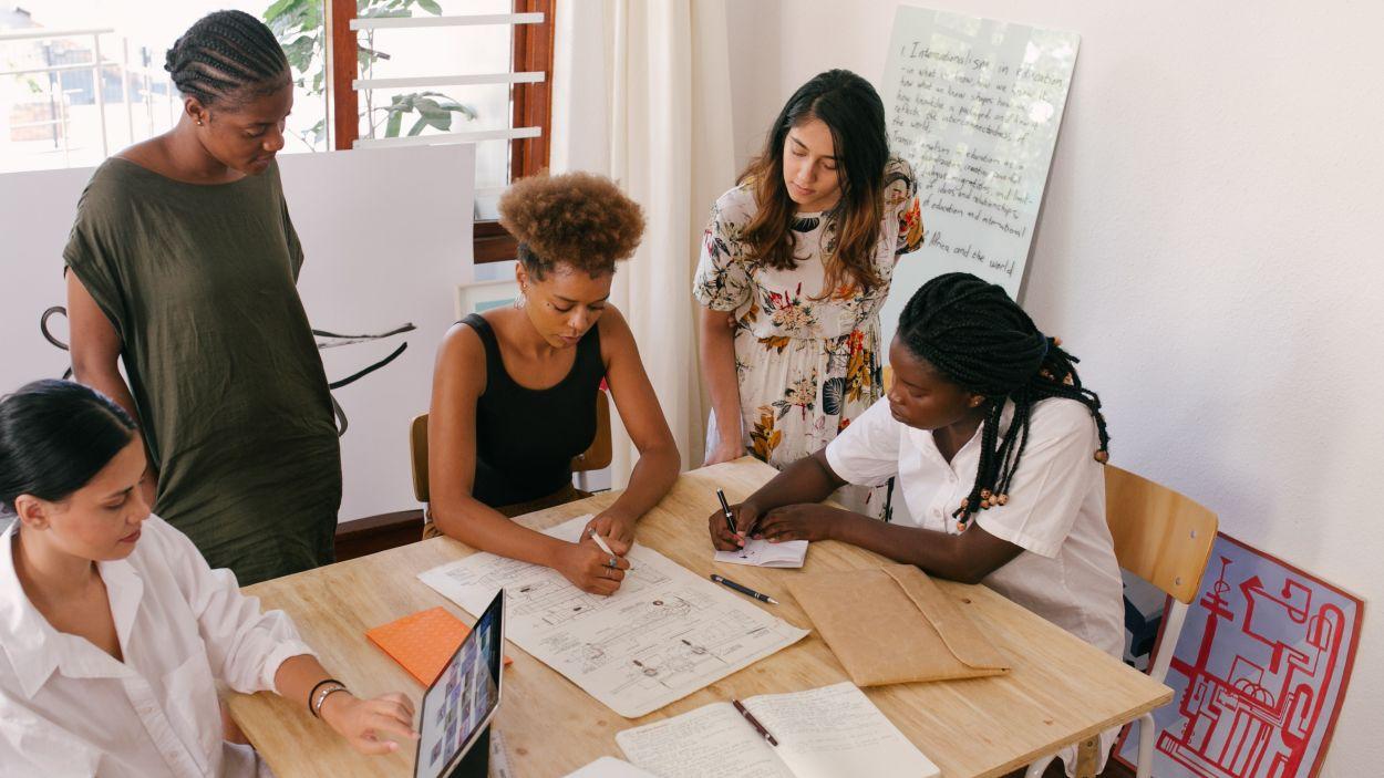 Impuls a l'emprenedoria femenina amb el programa 'Take Off'