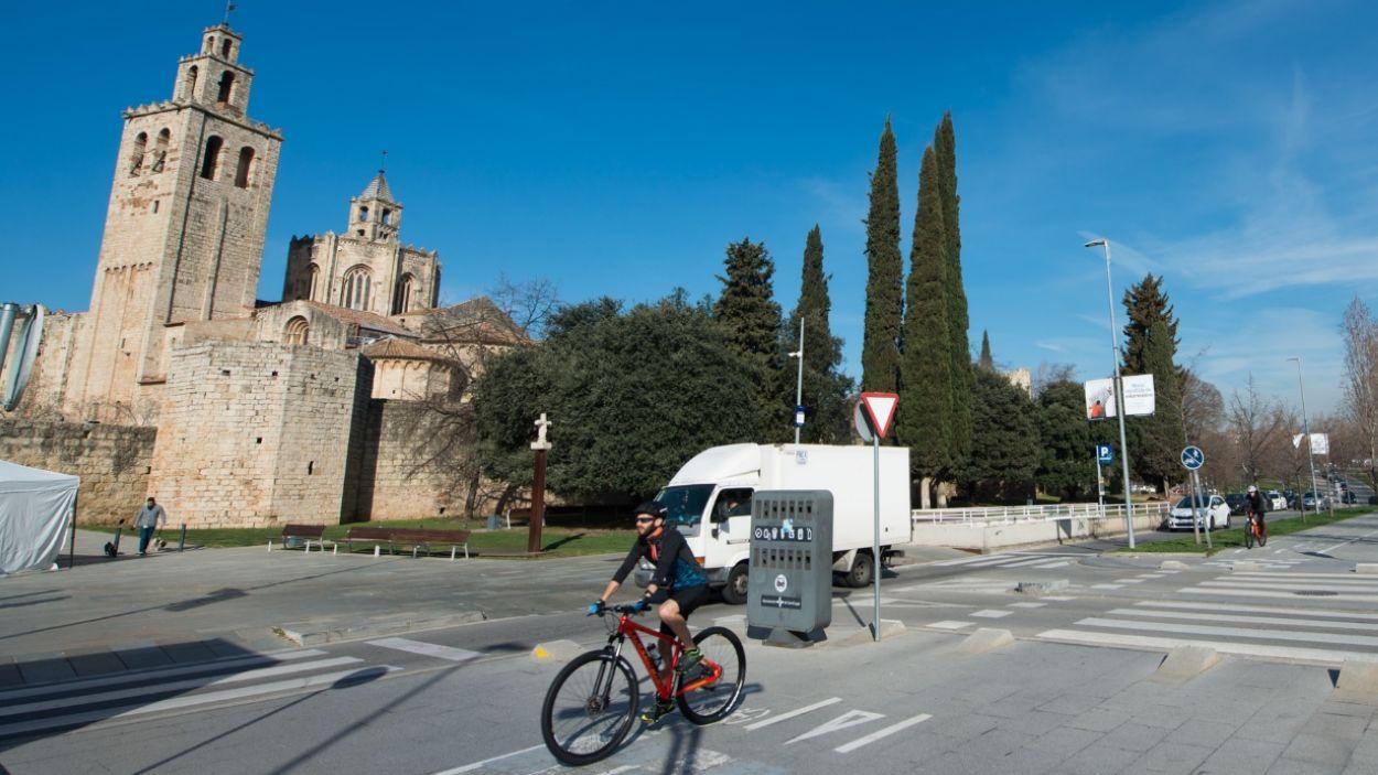 Instal·laran uns dispositius que portaran persones que es desplacin habitualment a peu o en bicicleta / Foto: Localpres