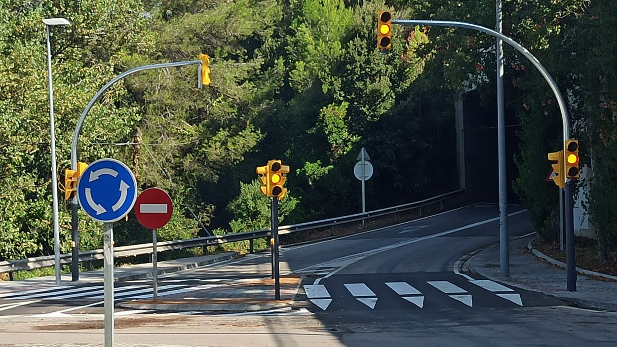 Ara els semàfors disposen de polsador per a vianants / Foto: Ajuntament de Sant Cugat