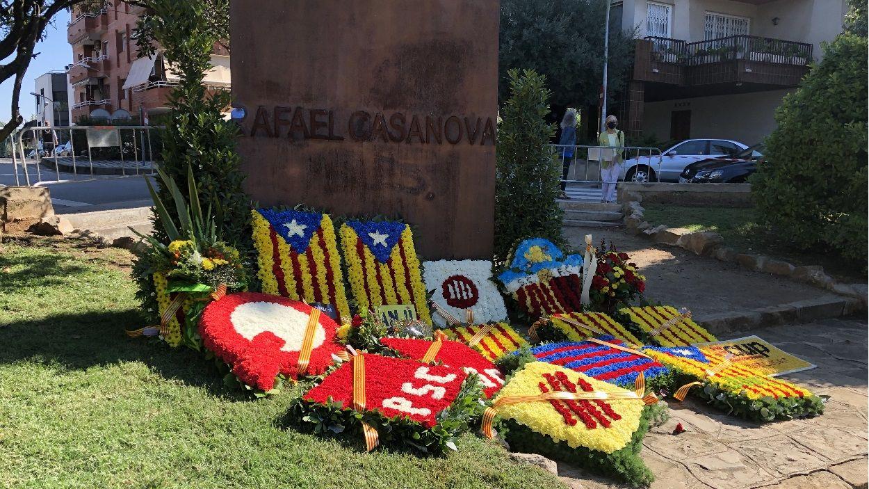 Sant Cugat ha fet l'ofrena floral d'entitats i partits polítics a Rafael Casanova en un acte tancat al públic / Foto: Cugat Mèdia