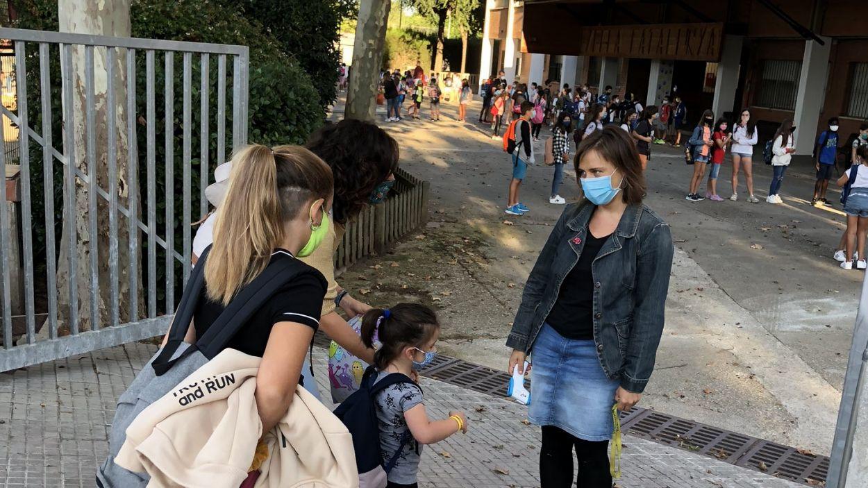 Comença un nou trimestre a les escoles i es manté la mascareta / Foto: Cugat Mèdia