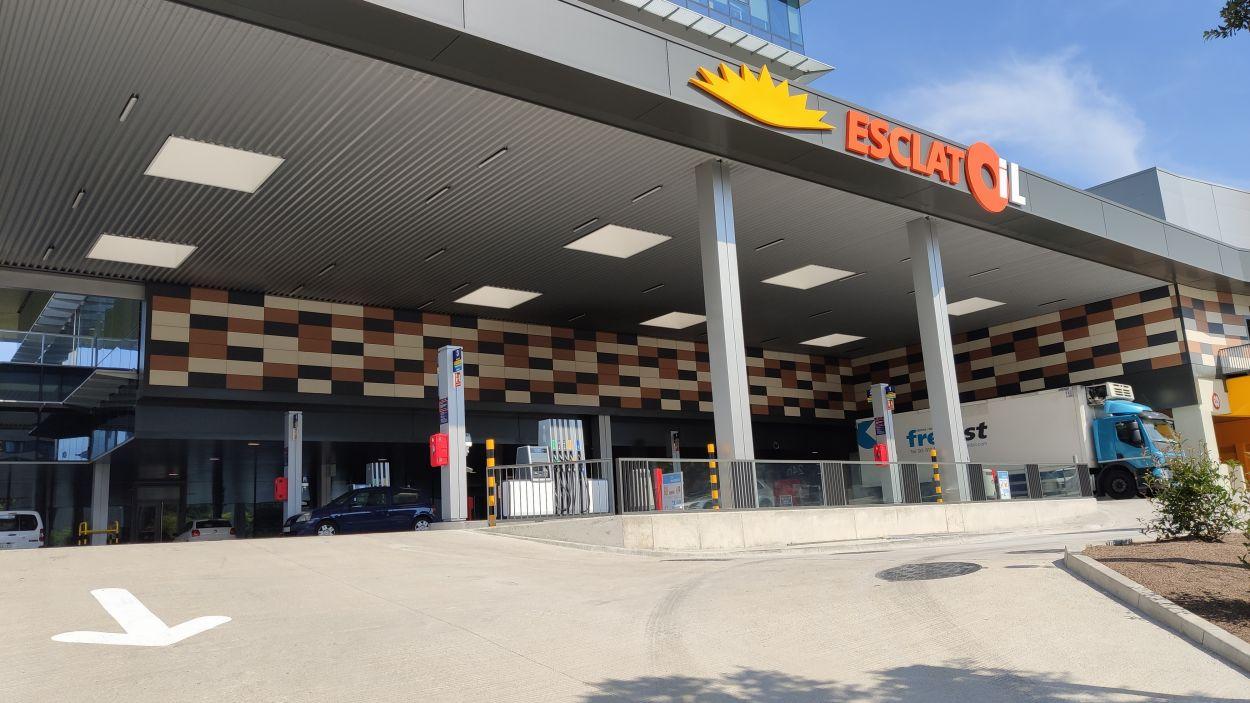 Obre la benzinera EsclatOil de Volpelleres