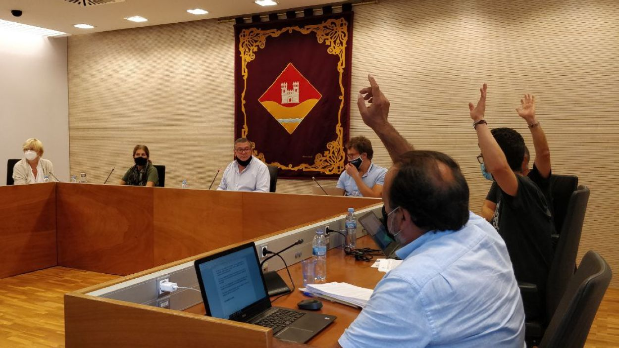 Moment de la votació ha comportat la rebaixa de la dedicació de Puig / Foto: Cugat Mèdia