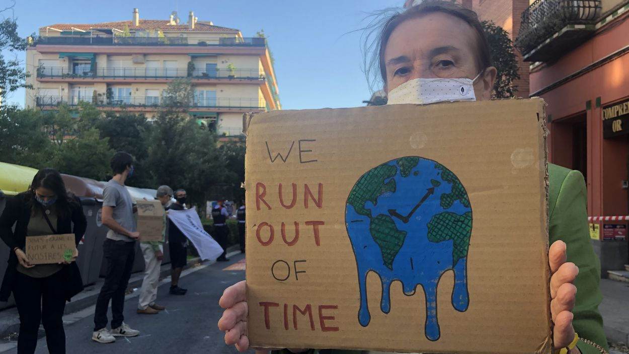 Un dels cartells de la protesta / Foto: Cugat Mèdia