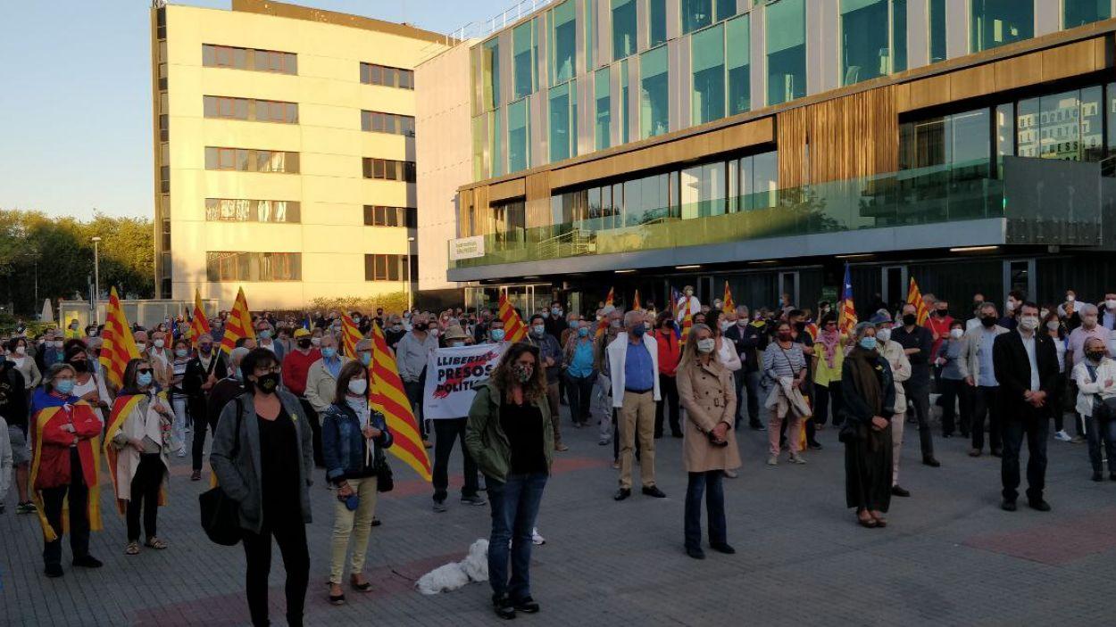 La manifestació ha tingut lloc a les portes de l'ajuntament de Sant Cugat / Foto: Cugat Mèdia