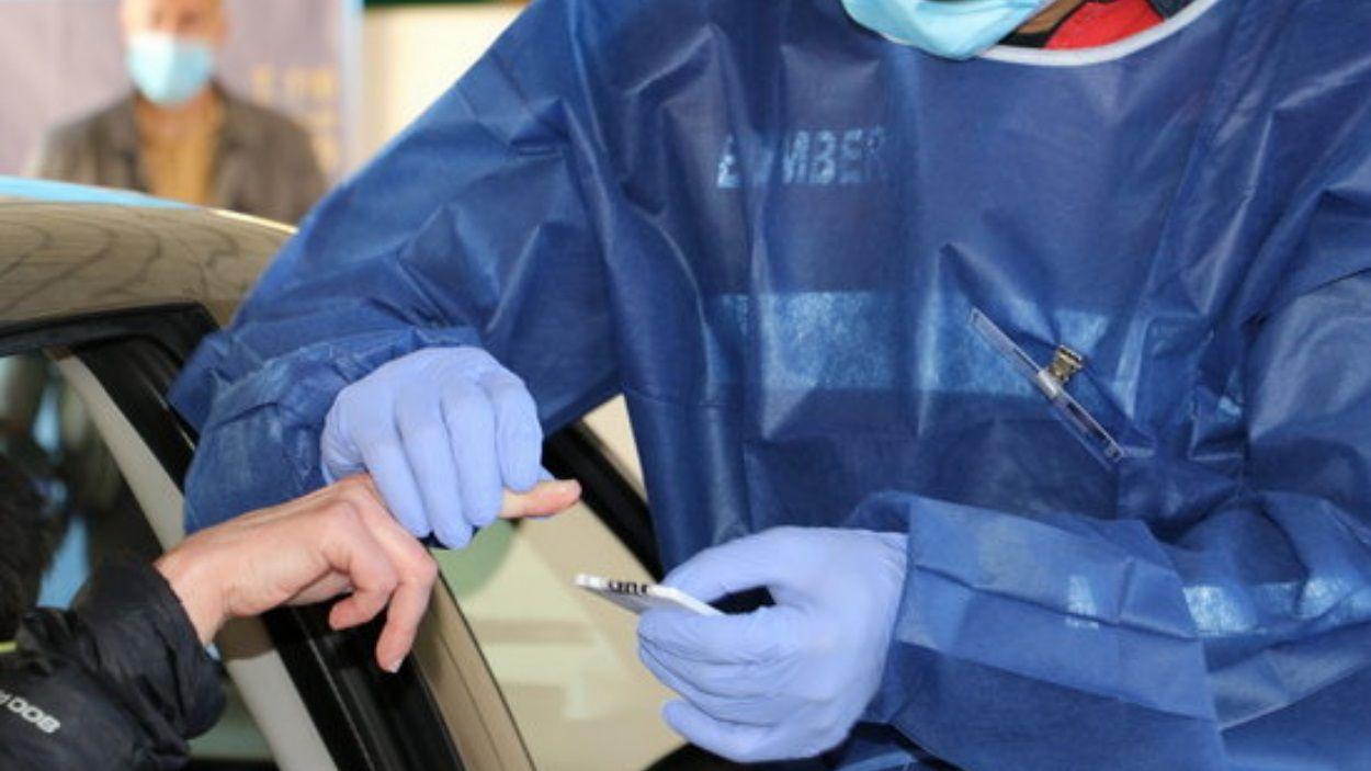Imatge d'arxiu d'un test serològic per detectar anticossos de coronavirus / Foto: ACN