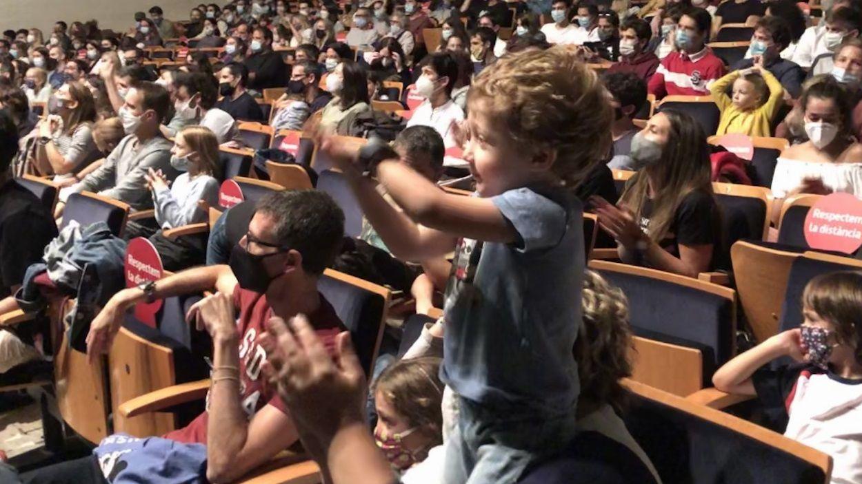 Les famílies han gaudit de la música en directe al 'Petits Camaleons' / Foto: Cugat Mèdia