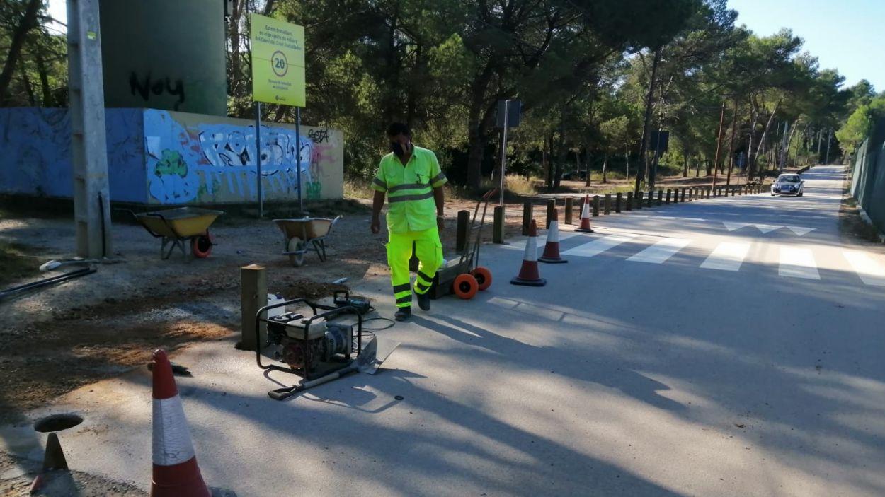 La instal·lació de pilones al camí ha generat malestar entre els usuaris del camí / Foto: Cugat Mèdia