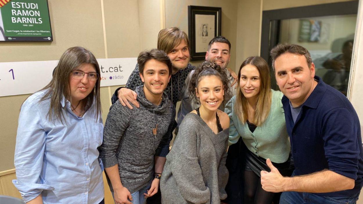 L'equip de 'El club dels bolats' amb artistes convidats al programa / Foto: Cedida