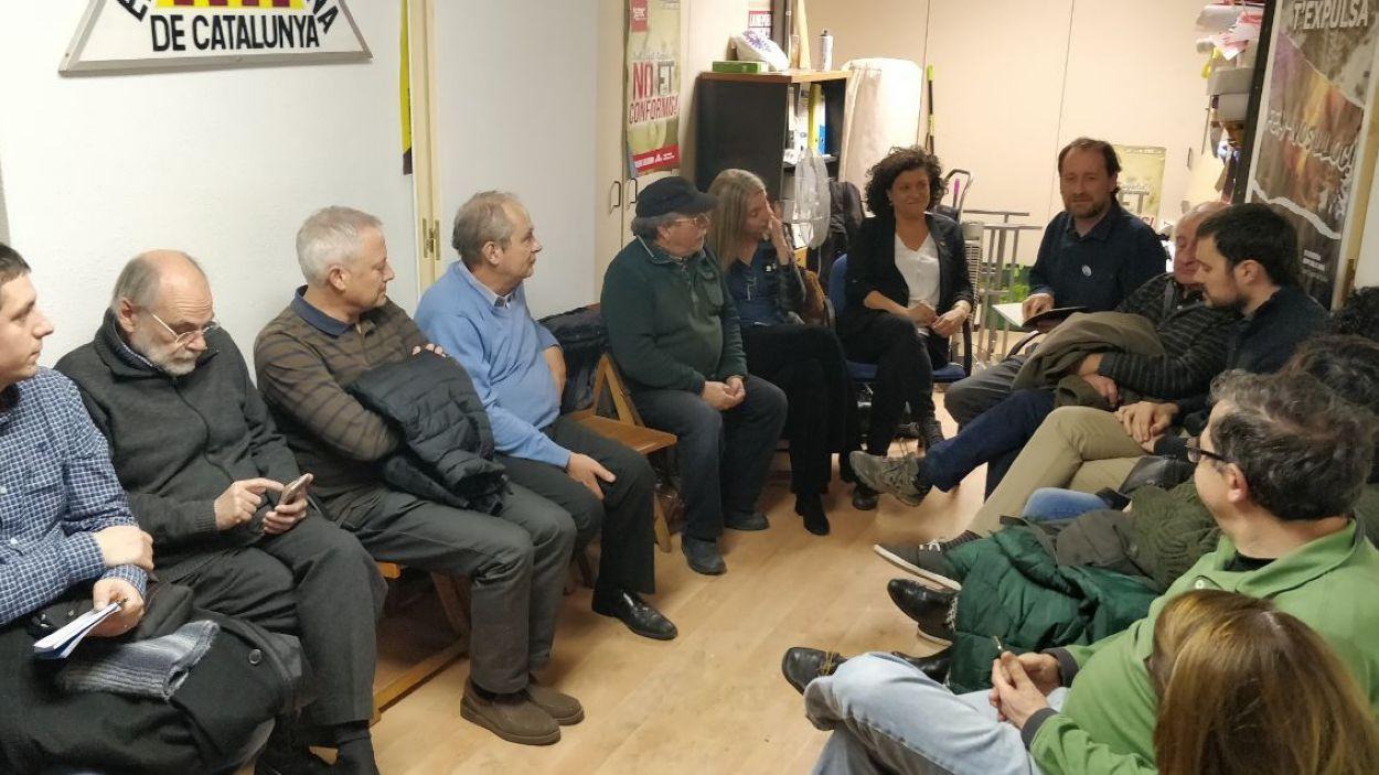 Militants i simpatitzants d'ERC a la seu local / Foto: Cugat Mèdia