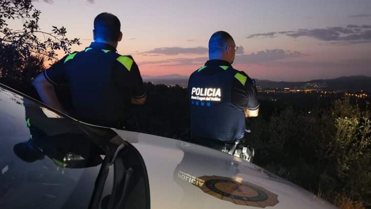 Dos agents de la Policia Local / Foto: Ajuntament de Sant Cugat
