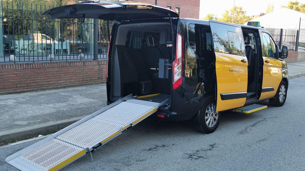 El taxi està modificat per adaptar-se a les necessitats de les persones amb discapacitat / Foto: Ràdio Taxi Sant Cugat