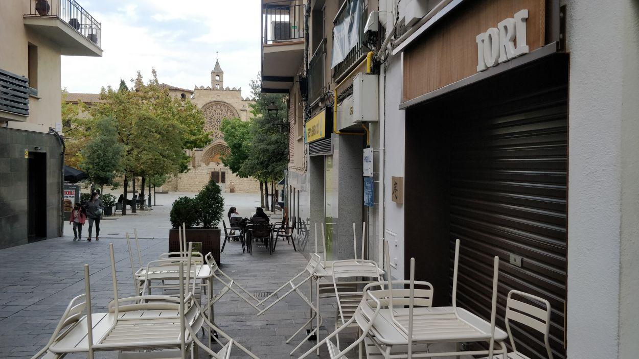 Imatge d'un restaurant tancat al carrer Major / Foto: Cugat Mèdia