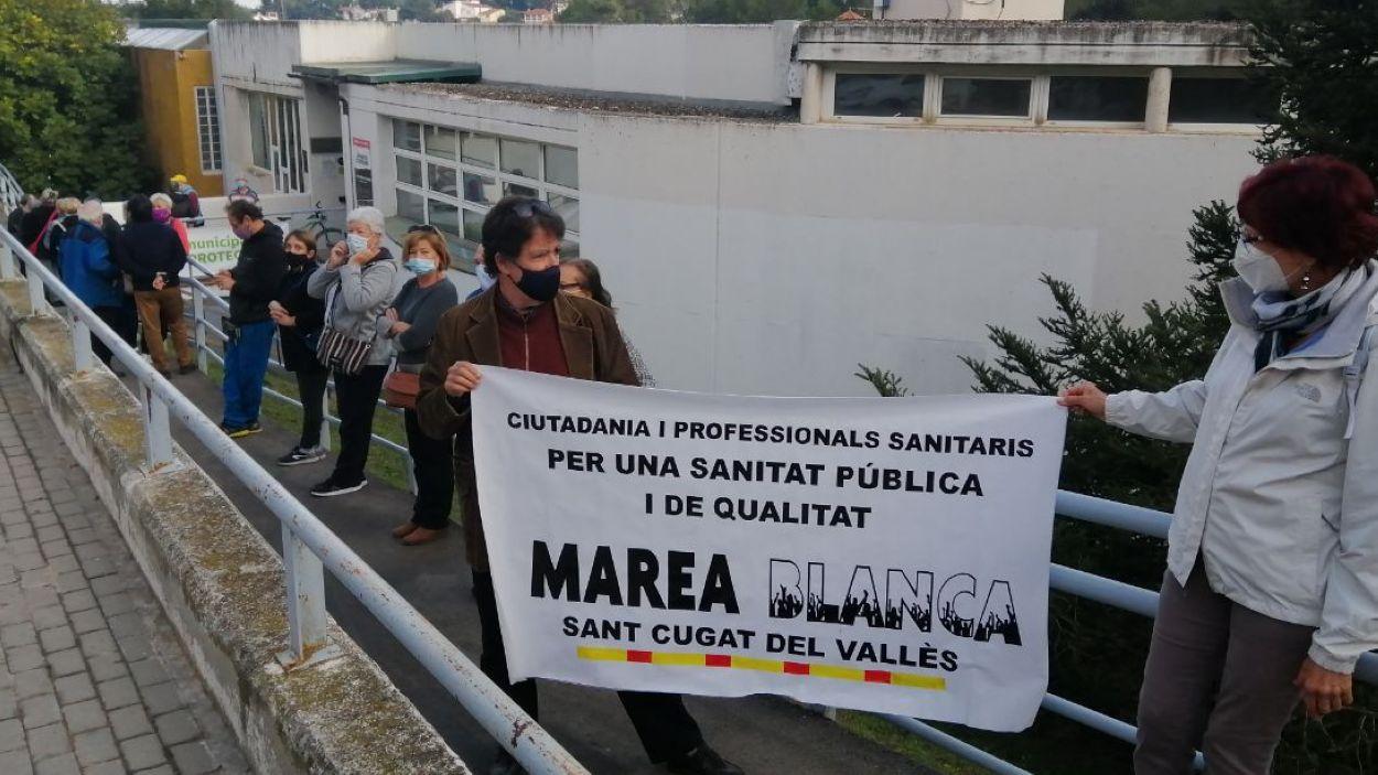 Imatge d'una protesta al consultori de la Floresta / Foto: Cugat Mèdia