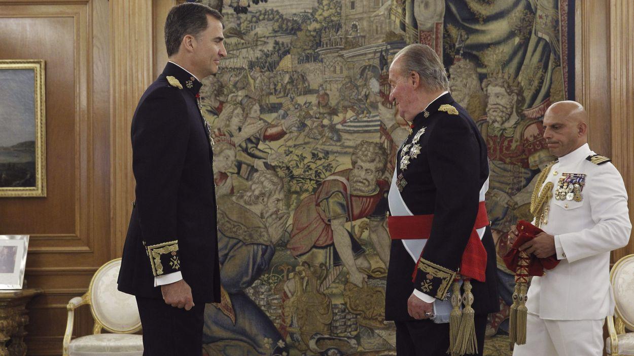 El rei Felip VI amb el rei emèrit Joan Carles I en una imatge d'arxiu / Foto: ACN