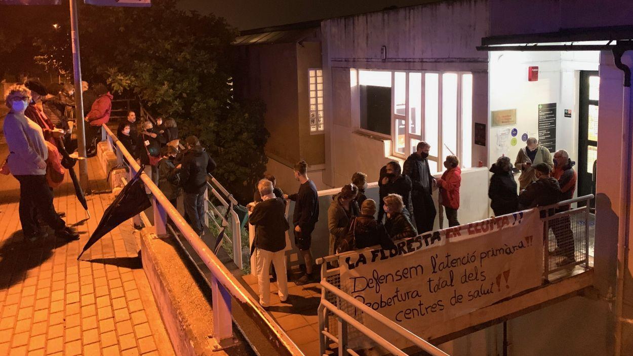 Nova acció de protesta al consultori de la Floresta / Foto: Cugat Mèdia