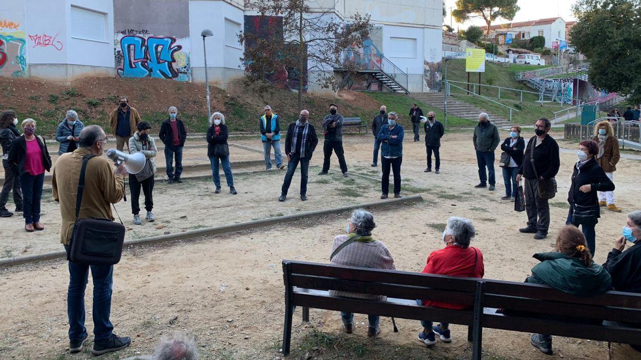 Imatge d'una assemblea a la Floresta per demanar la reobertura dels consultoris / Foto: Cugat Mèdia