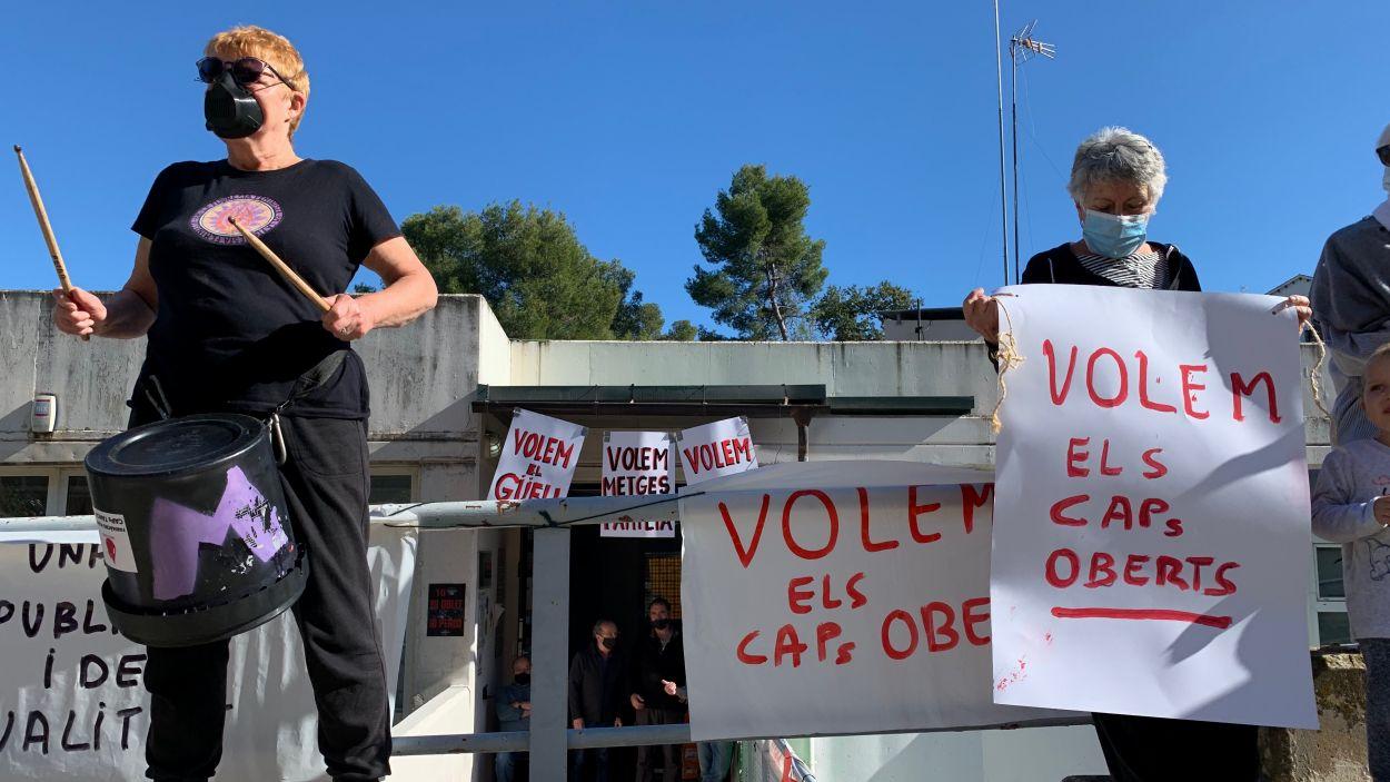 Imatge d'arxiu d'una acció reivindicativa al Centre Social i Sanitari de la Floresta / Foto: Cugat Mèdia