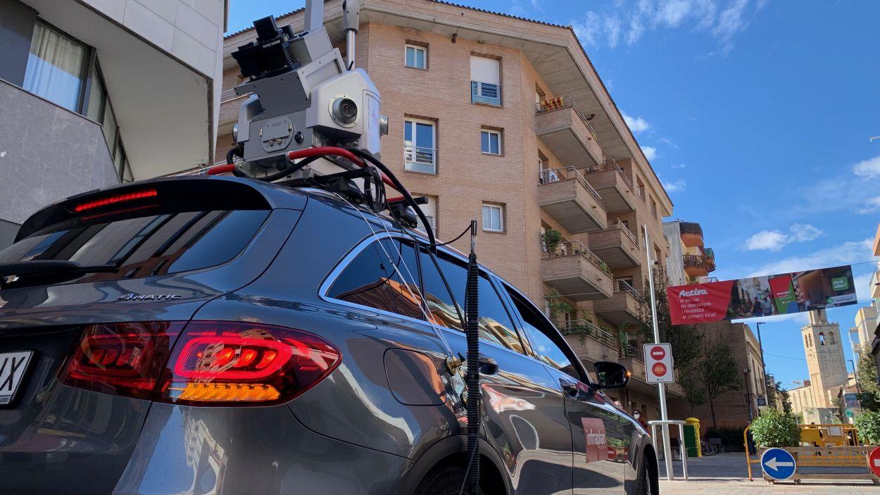 El cotxe d'Infroplan ha recorregut els carrers del barri del Monestir-Sant Francesc / Foto: Cugat Mèdia