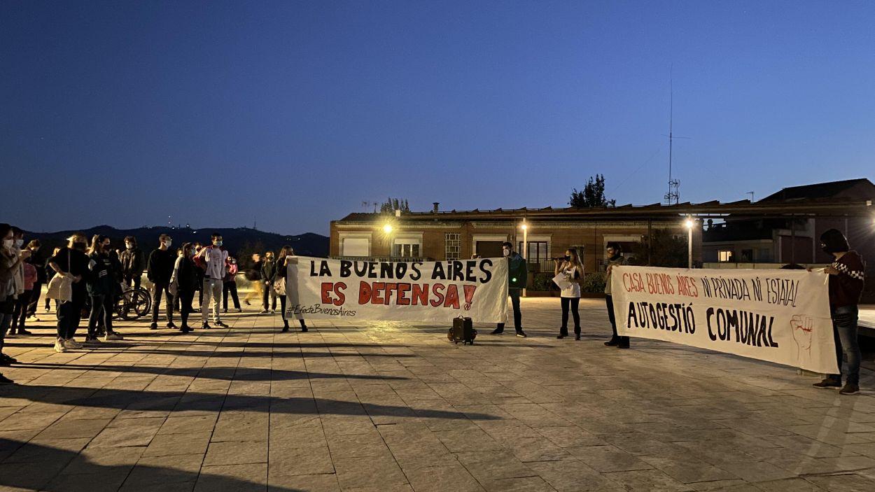 Imatge de la lectura del manifest a favor de la casa Buenos Aires de Vallvidrera / Foto: Cugat Mèdia