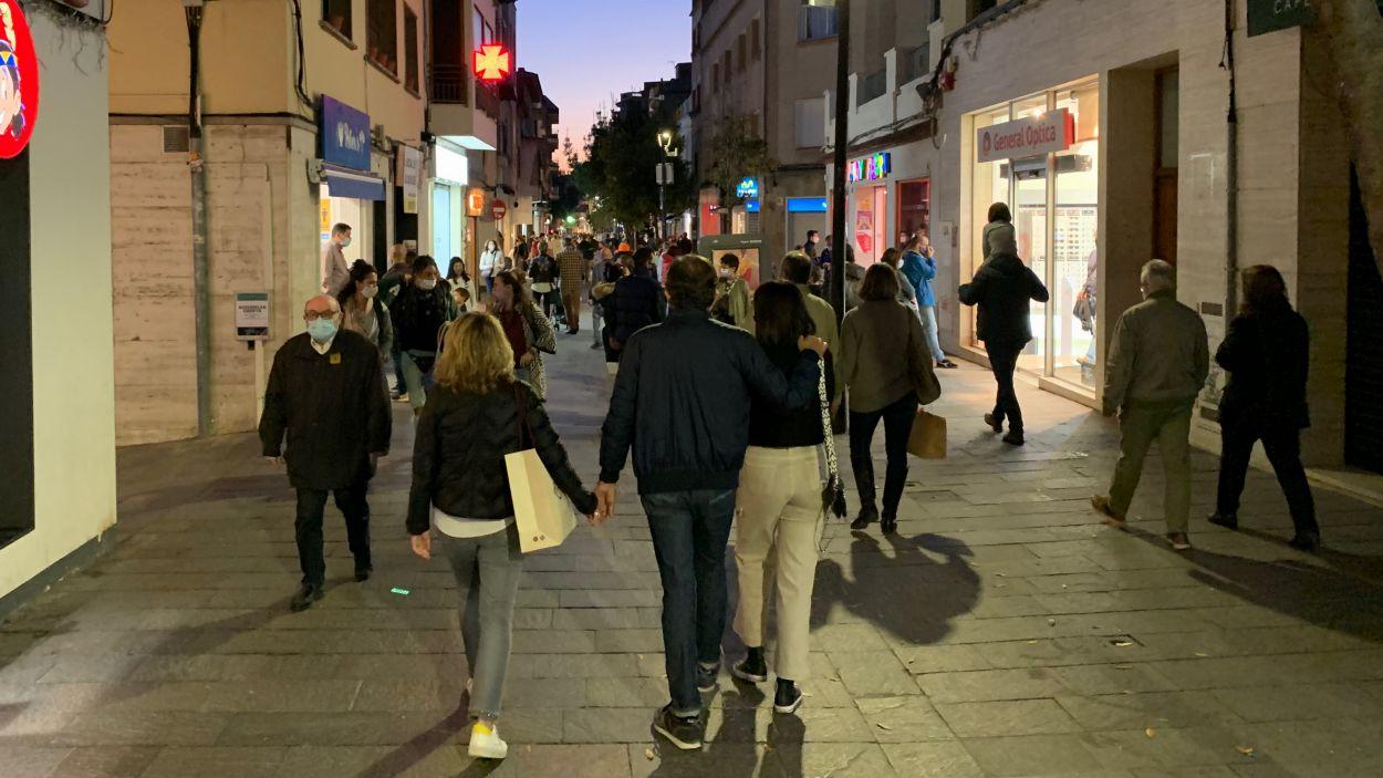 Santcugatencs passejant pel centre de la ciutat / Foto: Cugat Mèdia