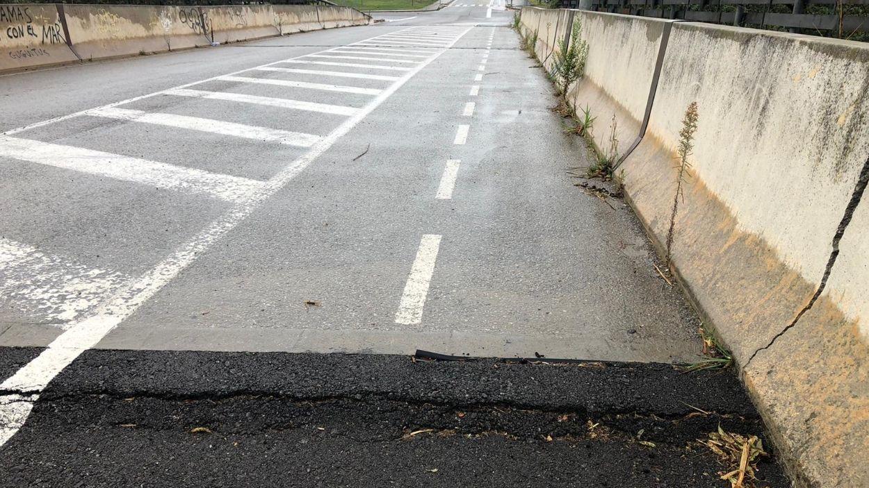 Detall de l'asfalt en mal estat a l'avinguda dels Països Catalans / Foto: Cedida (Jordi Pina)
