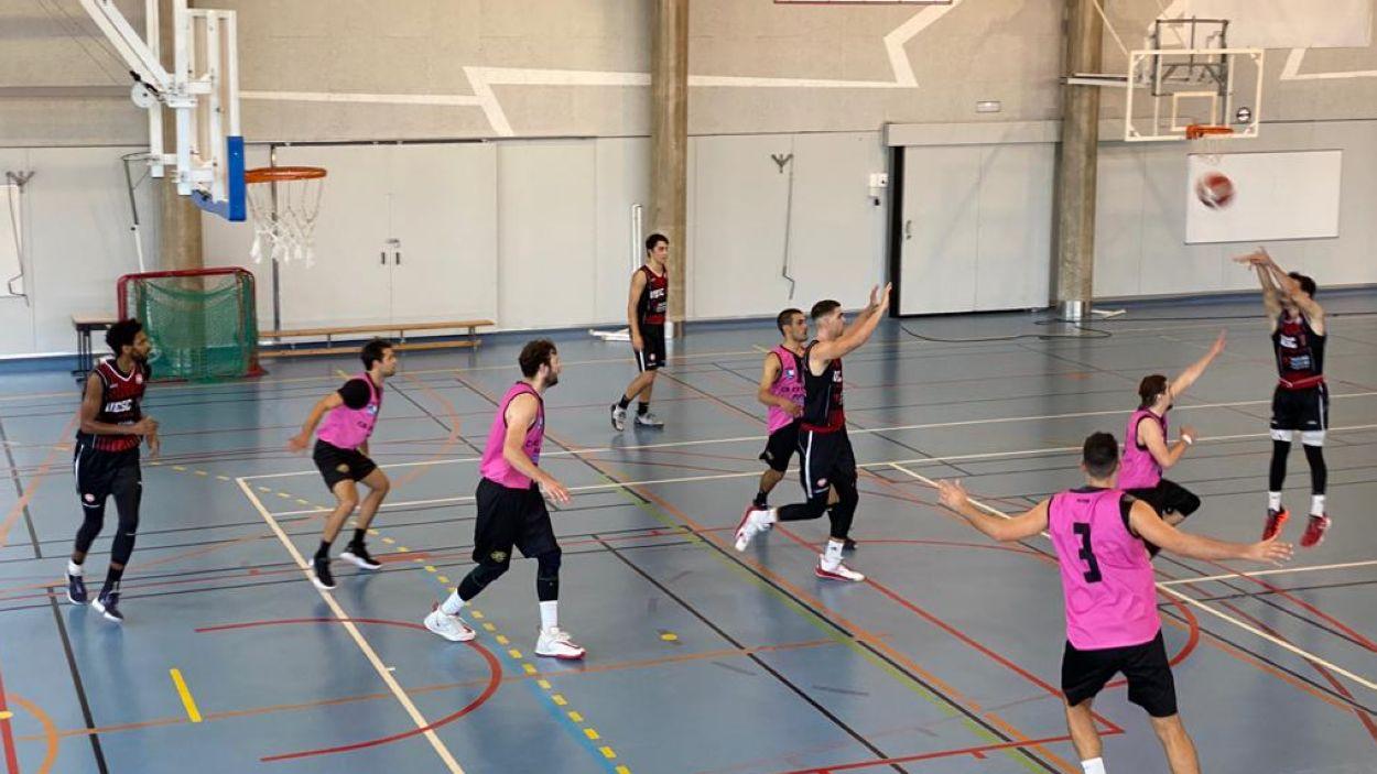 Estrena dels sancugatencs a Lliga EBA contra l'Es Castell / Foto: Cugat Mèdia