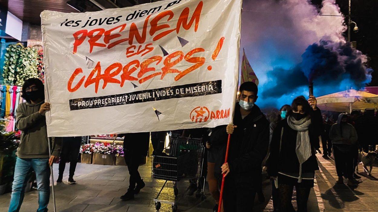 La manifestació ha recorregut el centre de Sant Cugat fins a la plaça de l'U d'Octubre / Foto: Mireia Frias (Cugat Mèdia)