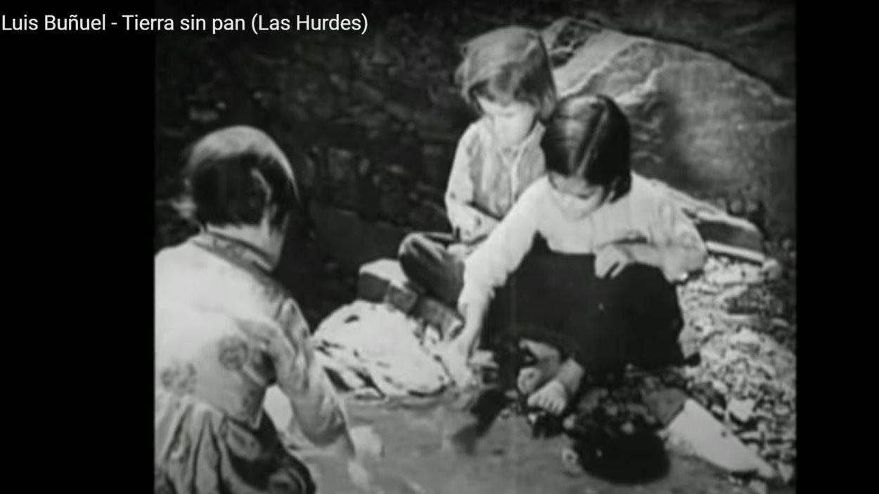 Fotograma de la pel·lícula documental 'Las Hurdes, tierra sin pan'