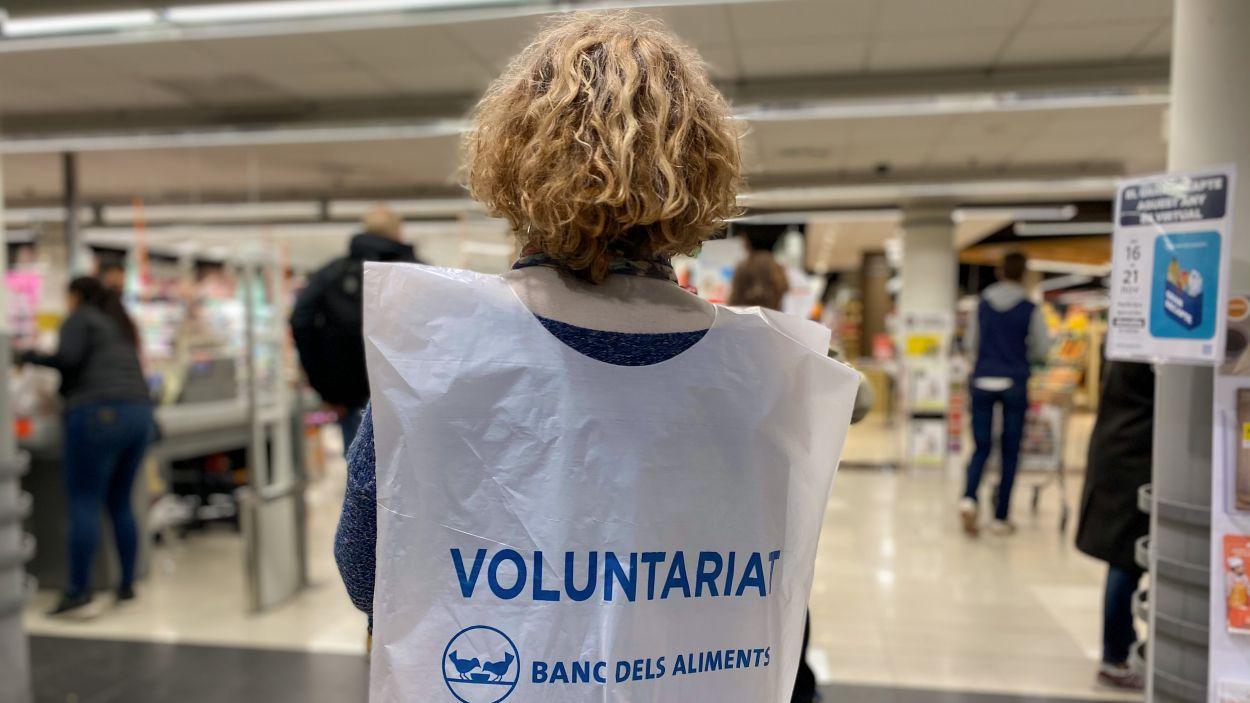 Els voluntaris han informat la ciutadania sobre les novetats a la campanya / Foto: Cugat Mèdia
