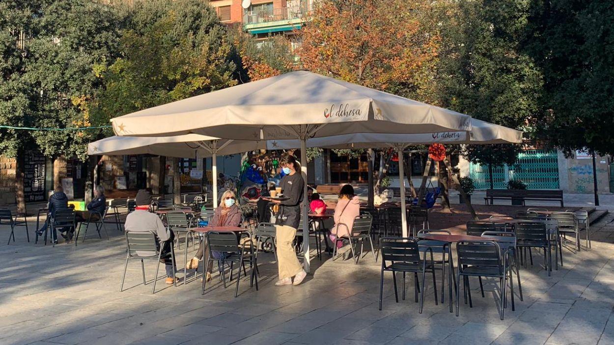 La terrassa de la plaça Augusta ha reobert aquests dilluns al matí / Foto: Cugat Mèdia