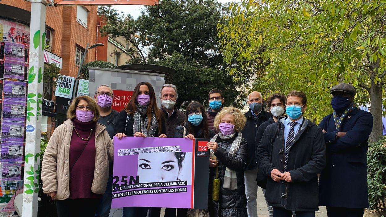 Membres del PSC Sant Cugat en el Dia Internacional de la Violència Masclista / Foto: Cugat Mèdia