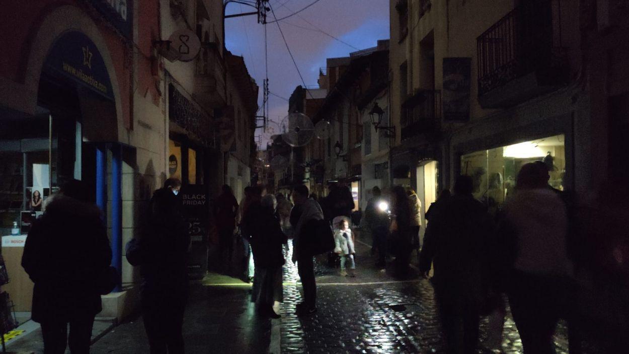 El carrer Santa Maria, sense llum / Foto: Cugat Mèdia